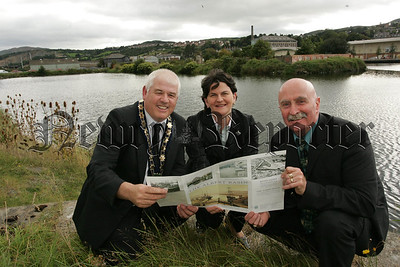 Pictured with Arlene Foster MLA Environment Minister are Mayor Michael Cole and Deputy Mayor Charlie Casey at Albert Basin in the city. 07W37N5