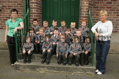 Pictured with their teachers, Mrs Rocks and Mrs Doyle are the new Primary 1 class at Abbey Primary School Newry. 07W37N11