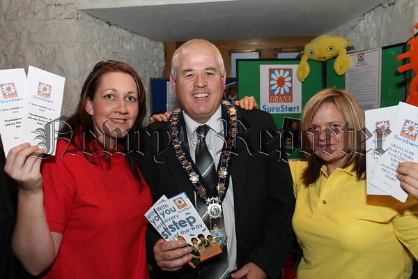 Surestart Workers Themla Mallon & Anne Marie Mc Aleenan with Mayor Michael Cole launch Surestarts information leaflet in Russian & Polish, 07W38N59