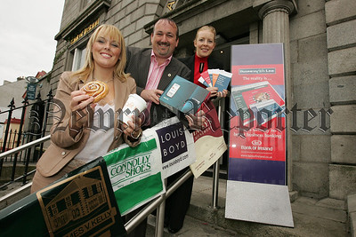 Pictured are Karen Sribban and Siobhan Nugent from Main Sponsors Bank of Ireland along with Rory Buchanan President of teh Junior Chamber of Commerce at the launch of the Friendly Business Awards 2007. 07W38N18