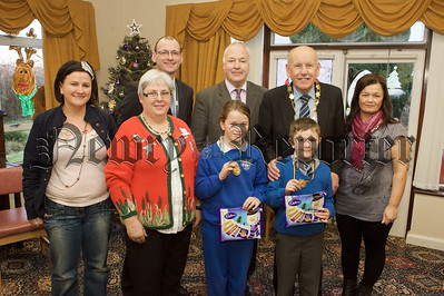 Pictured are pupils from Ballymoyer PS with Mayor Mick Murphy, Bernard Kennedy, Linda Murphy, Michelle Finnegan Heather Edwards and Brendan Whittle. 10W51N6