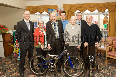 Mayor Mick Murphy is pictured with residents from Cloughreagh House who restored old bicycles to donate to St Vincent de Paul. 10W51N9