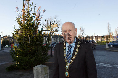 Mayor Mick Murphy is pictured at the new Christmas Tree put up in Bessbrook on Tuesday last. 10W51N10