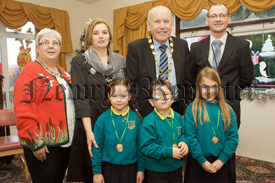 Mayor Mick Murphy is pictured with pupils from St Josephs PS Meigh. Also pictured are, Heather Edwards, Brendan Whittle and John Rafferty. 10W51N4