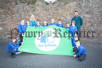 Pictured are the Eco school comittee at Bunscoil an Luir who have been awarded the Eco Schools Green Flag. R1617011