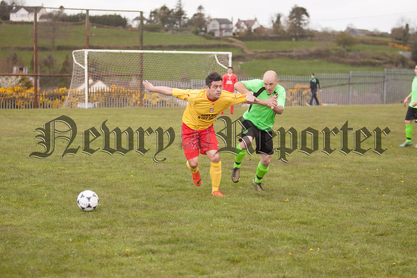 Peter Markey (Bessbrook0 Holds off Cleary's Garry Fitzmaurice. R1S1618009