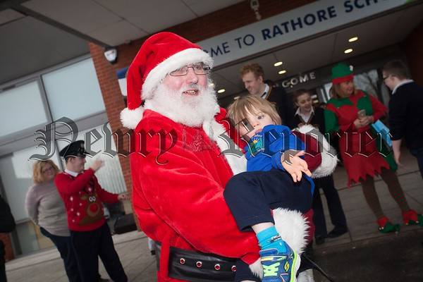 Santa is pictured with Rathore Pupil Louie Doyle during a visit to the school. R1651014