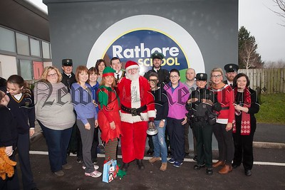 Santa is pictured with Rathore staff and Officers from the PSNI during a visit to the school. R1651015