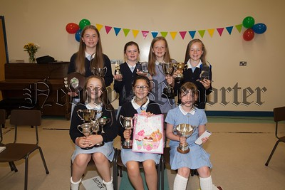 Primary 7 Award winners at Mullaglass PS. R1726016