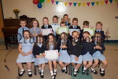 Primary 1 to Primary 3 Award winners at Mullaglass PS. R1726017