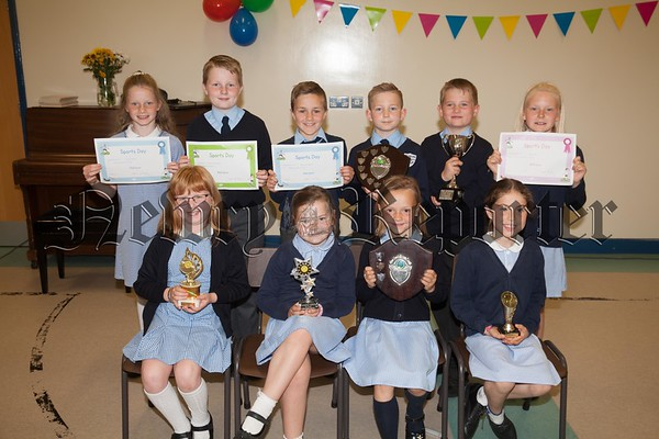 Primary 4 to Primary 6 Award winners at Mullaglass PS. R1726018