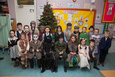 The cast of a Christmas Carol at  Bunscoil an Luir. R1751011
