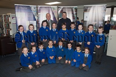 Seamus MacDhaibheid and Chris Cassidy from Newry Library are pictured with Primary 4 and 5 pupils. R1814006