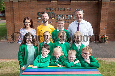 Pictured are St Ronans pupils and staff who have won a Digital School Award. R1824014