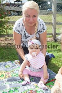 Barbara and Baby Gabriella. R1830005