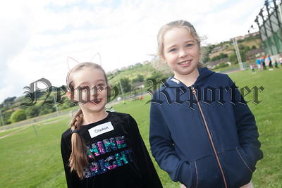 Emilie and Sophie. R1830021