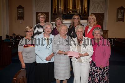 The Ladies Guild present a gift to Doris Hutton. R1834050