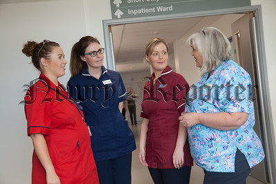 Bernadette Ryan chats to colleagues in the Childrens Ward. R1838006