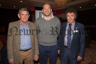 Rory Best with Colman Trainor and Paddy O'Hanlon from Cancer Research. R1838031