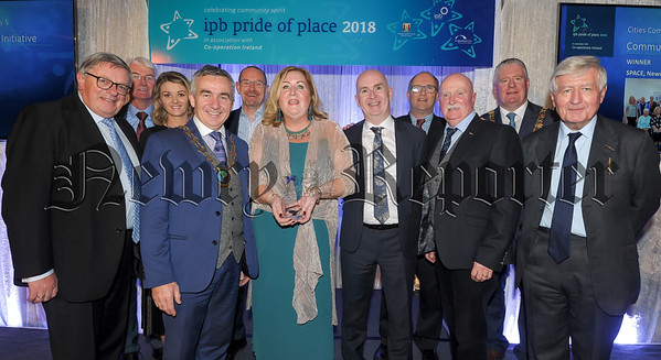 Representatives from SPACE, Newry, receiving their award for the Community Wellbeing Initiative category, at the IPB 'Pride of Place' awards ceremony in association with Co-operation Ireland at City Hall, Cork. Included are Ard Mheara of Cork City Council Cllr Mick Finn, Dr Christopher Moran, chairman of Co-operation Ireland, George Jones, chairman of IPB Insurance and Tom Dowling, chairperson of Pride of Place. Picture: David Keane.  17.11.2018