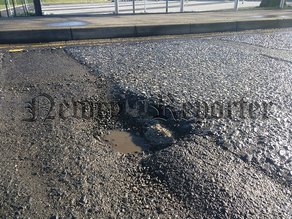 R1807126 pothole (inset)