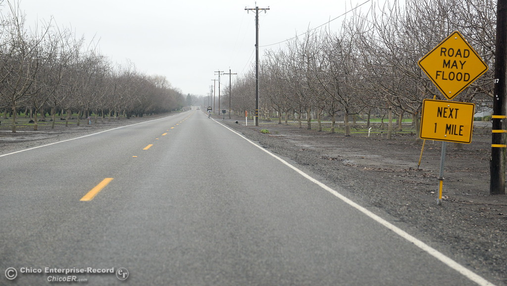""". A sign along West Sacramento Ave. warns that the \""""Road May Flood\"""" in the next one mile in Chico, Calif. Wed. Jan. 10, 2018. The road was open today. (Bill Husa -- Enterprise-Record)"""