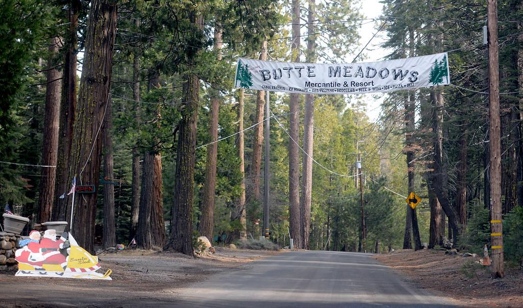 . A santa on a snowmobile sign is seen in Butte Meadows Tuesday Jan. 2, 2018. (Bill Husa -- Enterprise-Record)