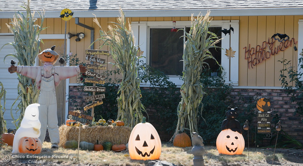 . Fall is in the air and Halloween decorations have begun to pop up along Floral Ave. in Chico, Calif. Thurs. Oct. 5, 2017. (Bill Husa -- Enterprise-Record)