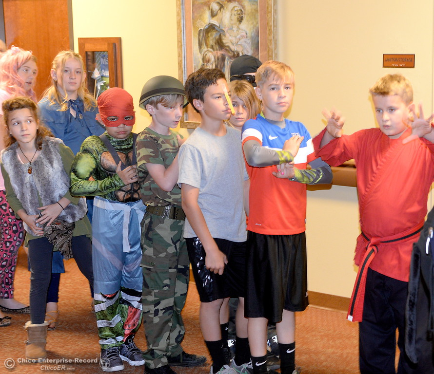 . Students in Beth Geise\'s 5th grade Class at Hooker Oak play games, make cookies and visit with residents during a Halloween celebration at Amber Grove Place in Chico, Calif. Tues. Oct. 31, 2017. (Bill Husa -- Enterprise-Record)