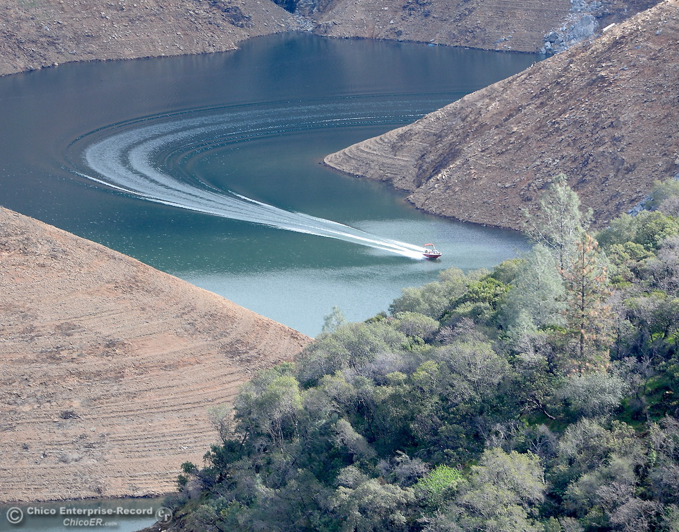 . A boat makes a sweeping turn in Lake Oroville near the Nelson Bar day use area below Paradise, Calif. Sunday Feb. 18, 2018.  (Bill Husa -- Enterprise-Record)
