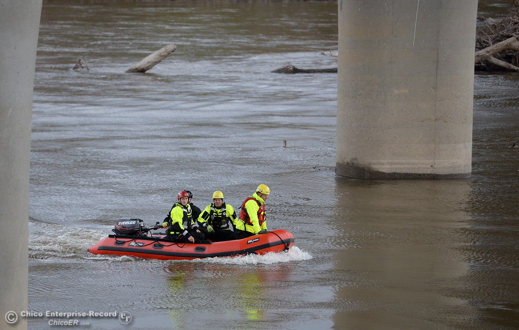 . Fire and rescue workers from across the country participate in water rescue training on the Sacramento River near Irvine Finch Wed. March 14, 2018. International Association of Water Rescue Professionals President Dave Abt said there were about 19 facilitators and roughly 50 attendees from across the country participating in today\'s training.  (Bill Husa -- Enterprise-Record)