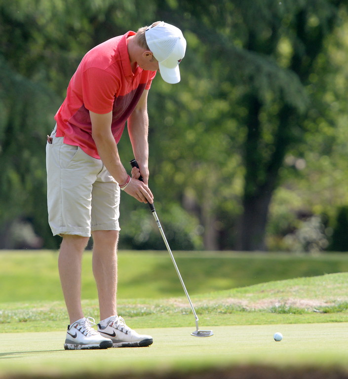 . Kelly Sullivan puts on the 8th hole during CSUC Men\'s CCAA Championship golf at Butte Creek Country Club in Chico, Calif. Tues. April 24, 2018. (Bill Husa -- Enterprise-Record)