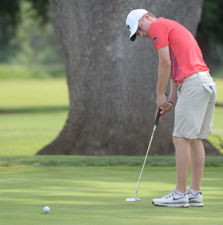 . Kelly Sullivan putts on the 9th hole during CSUC Men\'s CCAA Championship golf at Butte Creek Country Club in Chico, Calif. Tues. April 24, 2018. (Bill Husa -- Enterprise-Record)