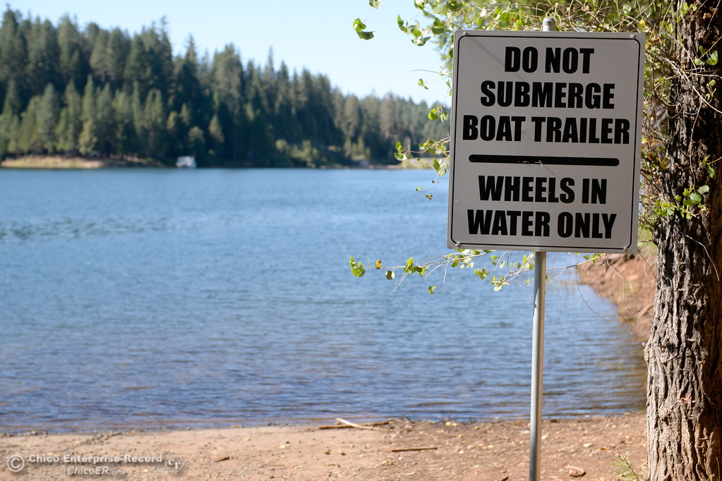 . A sign reminds visitors to not submerge boat trailers at Paradise Lake Tuesday July 18, 2017. (Bill Husa -- Enterprise-Record)