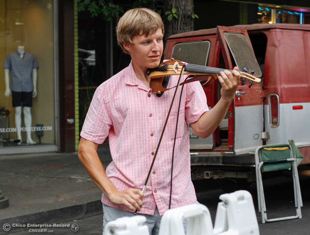 . Stanislav Baranovskiy plays an electric violin at the Thursday Night Farmers Market August 10, 2017  in Chico, California. (Emily Bertolino -- Enterprise- Record)