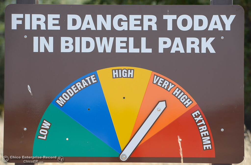 ". A fire danger sign reminds visitors that no smoking is allowed along with no parking on road shoulders or grass areas as the fire danger creeps up to ""very high\""  Monday July 31, 2017.  (Bill Husa -- Enterprise-Record)"