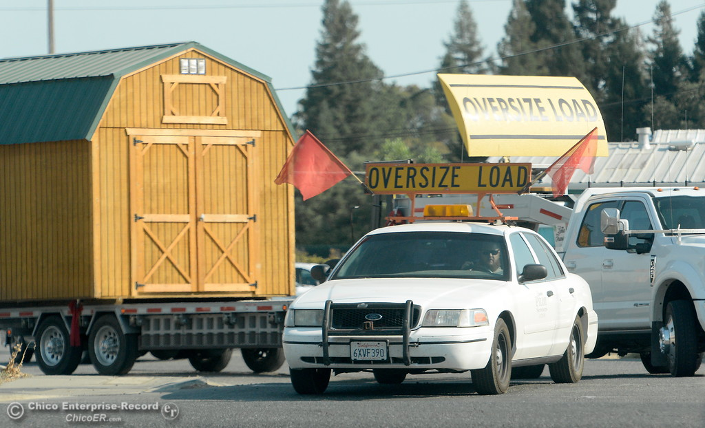 . An oversize load gets ready to move a shed down the road as it turns onto Park Ave. Monday July 30, 2017. (Bill Husa -- Enterprise-Record)