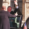 Ottawa-10/08/99-Bill Clinton waves good bye on Parliament Hill. Photo by Patrick Doyle.