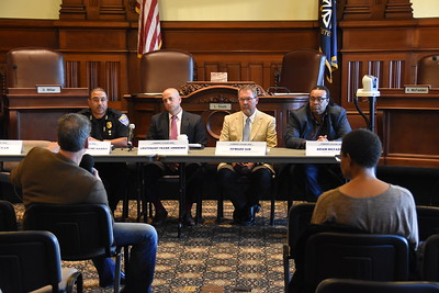 City hosts discussion on community policing. 10/3/2017
