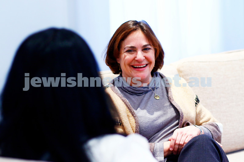 17-7-17. Caroline Glick, deputy managing editor of the Jerusalem Post, talks with AJN journalist Rebecca Davis. Phtoto: Peter Haskin