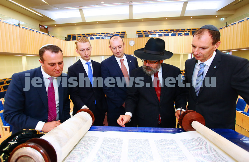 18-5-16. Politicians visiting Central Synagogue. From left: Tim Wilsom, James Patterson, Owen Guest Rabbi Yitzchok Reisenberg, David Southwick. Photo: Peter Haskin