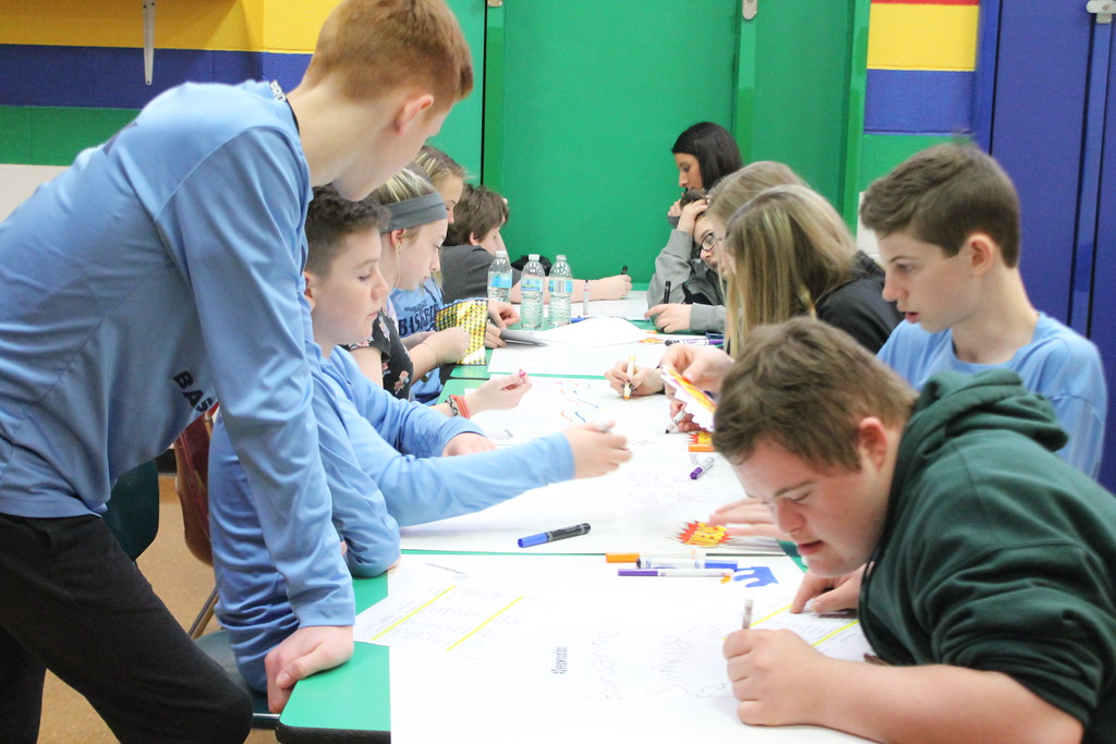 . Kristi Garabrandt � The News-Herald <br> Eighth graders from Ridge Middle School and Broadmoor students work together during Ridge Middle School\'s Day of Service on March 27, 2018  to create posters for the April 7, Deepwood Idol Competition.