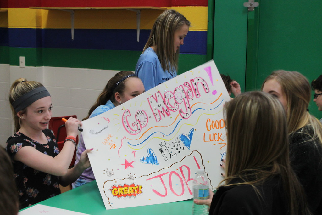 . Kristi Garabrandt � The News-Herald <br> Eighth graders from Ridge Middle School work  to create posters for the April 7, Deepwood Idol Competition during Ridge Middle School\'s Day of Service on March 27, 2018.
