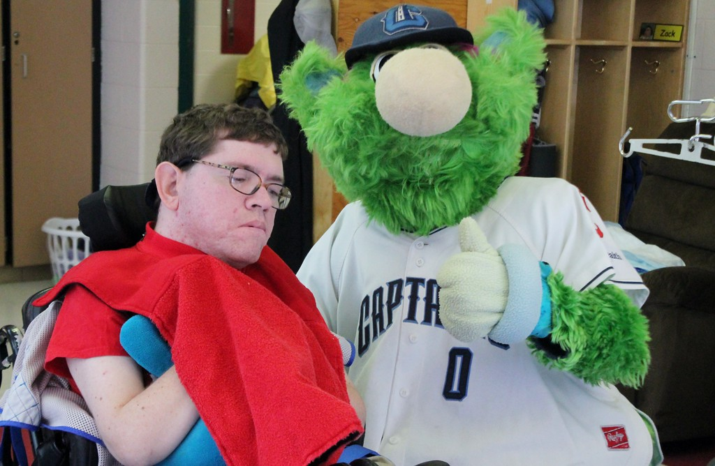 . Kristi Garabrandt � The News-Herald <br> Skipper, the mascot for the Lake County Captains poses with Bill Folley during the Captains community service day at Broadmoor.