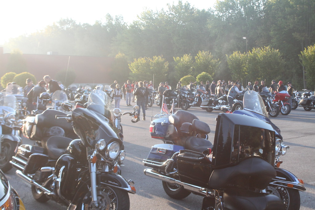 . Kristi Garabrandt � The News-Herald <br> An estimated 200 people on approximately 100 motorcycles turned out to escort The Moving Wall from Mentor to Perry High School on Sept. 21.