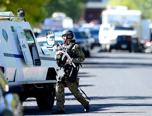 SWAT and Boulder Police respond to a house where a man has broken in drunk and is armed with a gun near Euclid Ave and Quinn in Boulder, Colorado October 2, 2012.  DAILY CAMERA/ MARK LEFFINGWELL