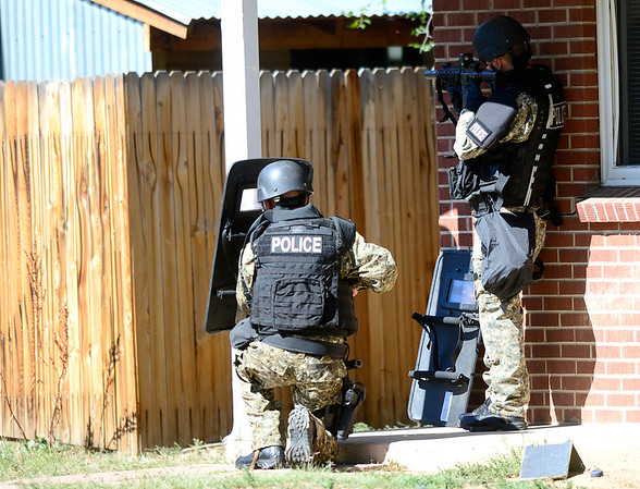 SWAT members cover a house where a man has broken in drunk and is armed with a gun near Euclid Ave and Quinn in Boulder, Colorado October 2, 2012.  DAILY CAMERA/ MARK LEFFINGWELL