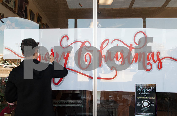 Tyler artost Dace Lucia Kidd begins a Christmas themed mural at Village Bakery in Bergfeld Center Monday Nov. 28, 2016.   (Sarah A. Miller/Tyler Morning Telegraph)