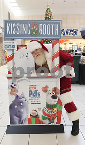 Santa Claus stops at the kissing booth at Broadway Square Mall in Tyler Tuesday Nov. 29, 2016.  (Sarah A. Miller/Tyler Morning Telegraph)