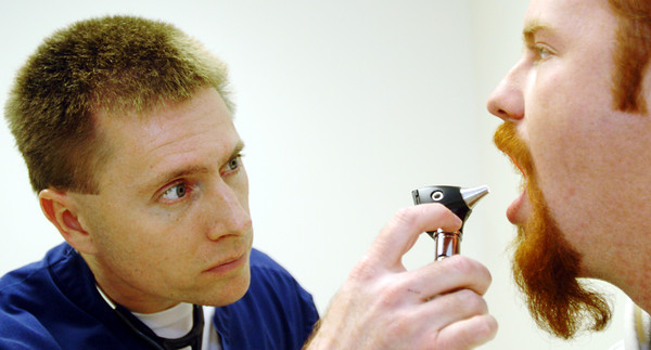 Globe/T. Rob Brown<br /> Dr. Stephen Thomas of Carl Junction, medical director at Freeman Urgent Care on 32nd St. in Joplin, examines patient Matt Barnard of Joplin Tuesday afternoon, Dec. 19, 2006, at the care center. Barnard came in for flu-like symptoms including body aches, fever and chills but was diagnosed as having a sinus infection.<br /> Section: News